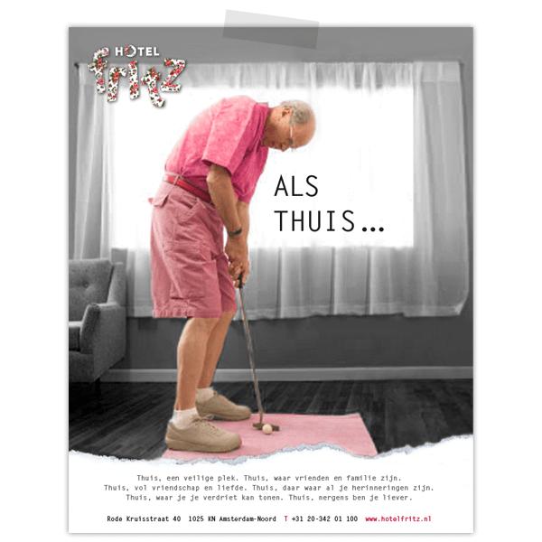 Advertentie voor Hotel Fritz met man die golft in zijn hotelkamer