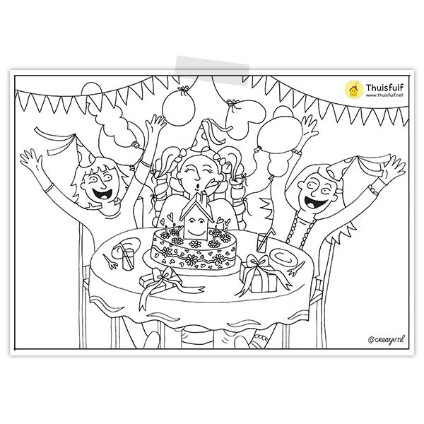Kleurplaat van een verjaardagsfeestje met een kindje die de taart uitblaast